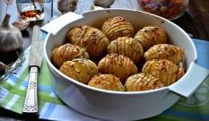 Ziemniaki pieczone z masłem czosnkowym
