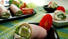 Szynka z sałatą i szparagami