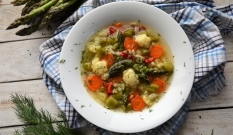 Zupa warzywna ze szparagami