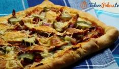 Pizza z boczkiem i oscypkiem