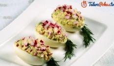 Jajka faszerowane rzodkiewką i ogórkiem