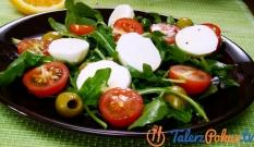 Sałatka z rukoli, pomidorów i mozzarelli