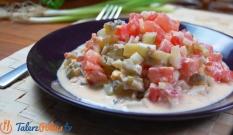 Sałatka z pomidorów, ogórków i jajek
