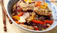 Orientalna sałatka z kurczakiem