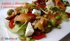Sałata z łososiem i suszonymi pomidorami