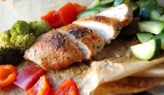 Pierś kurczaka smażona w papierze do pieczenia