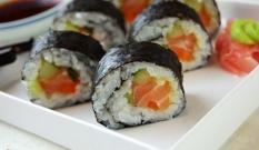 Sushi maki z łososiem