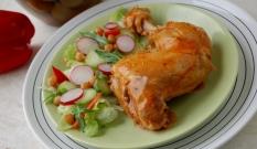 Pikantny kurczak gotowany w sosie pomidorowym