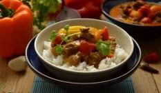 Curry z wieprzowiny i papryki