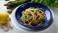 Spaghetti z zielonymi szparagami i cytryną